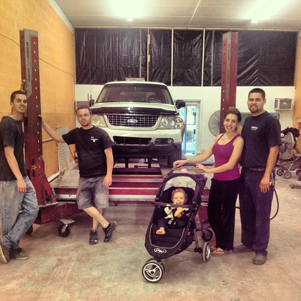 Jorge's Body Shop - Frame Straitening Machine
